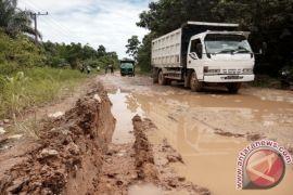 Pemkab Penajam Minta Pemprov Perbaiki Jalan  Petung-Sepaku