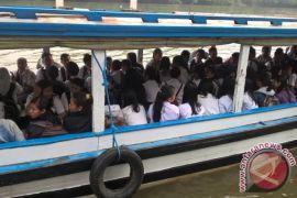 Kapal Jadi Angkutan Favorit Pelajar Mahakam Ulu