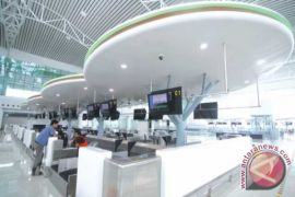 Antisipasi banjir, gorong-gorong Bandara Sepinggan dibersihkan