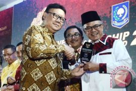 Syaharie Jaang Raih Leadership Award 2017