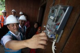 All villages in East and North Kalimantan have electricity