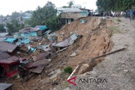 Yusran pimpin penanggulangan bencana longsor di Desa Telemow