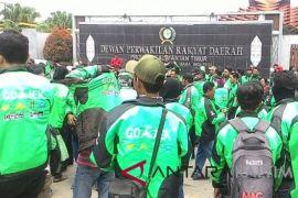 Ribuan pengemudi ojek daring Samarinda demo tuntut persamaan tarif