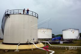 Pertamina hitung kerugian terbakarnya tangki penampung minyak