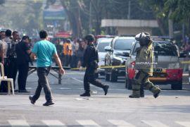 Polisi: 10 tewas akibat bom di Surabaya