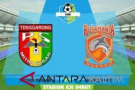 Laga Borneo FC VS Mitra Kukar  diawali penghormatan untuk Sultan Kukar