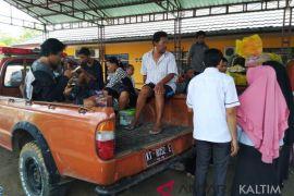 BPBD Paser antar korban gempa  bertemu keluarganya