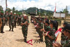 Pangdam ingatkan prajurit perbatasan agar  hindari politik