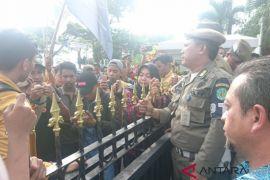 Mahasiswa dan Aktivis Gelar Aksi Penolakan Tambang
