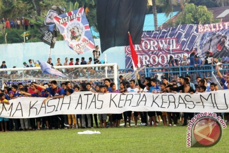 SEPAKBOLA -- Menang atas Kalteng Putra Persiba bertahan  di Liga 2