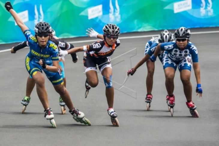 Atlet Kaltim raih emas kejuaraan sepatu roda di China - ANTARA News ... 9ab3db3ab7