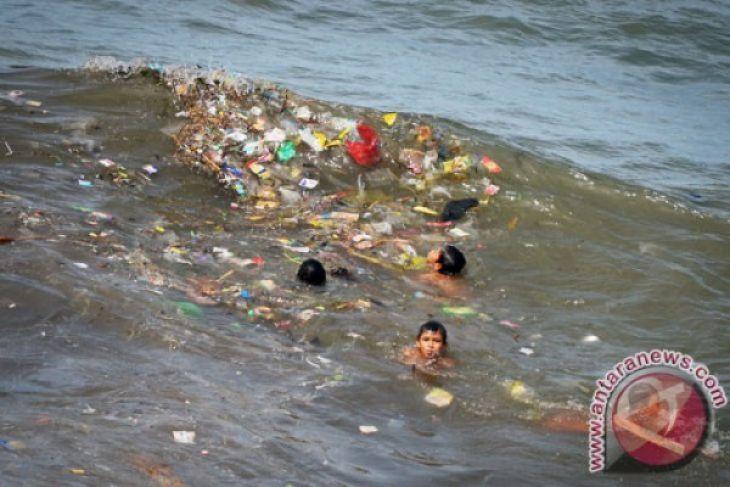 Sampah plastik racuni biota laut