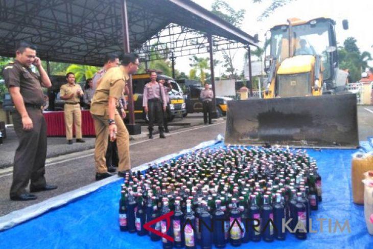 Polres Paser  musnahkan 536 botol miras dan narkoba