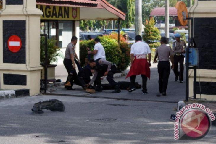Seorang polisi tewas dalam serangan teror di Mapolda Riau