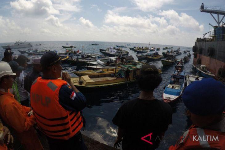 Nelayan Balikpapan blokade kapal angkutan batu bara