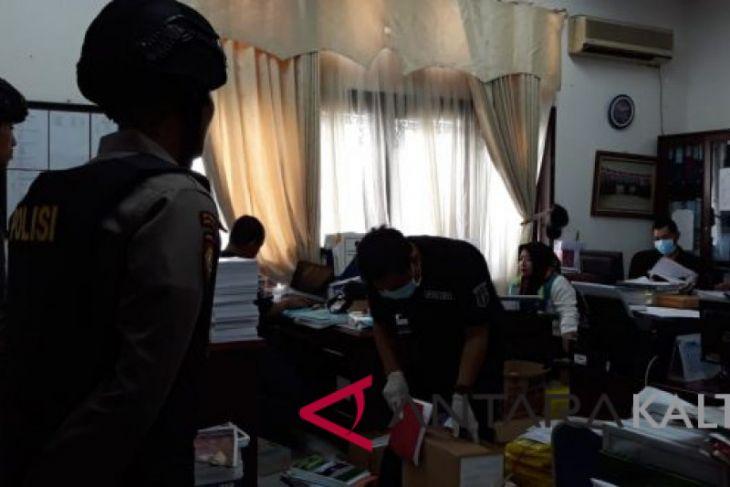 Polisi geledah gedung DPRD Balikpapan terkait korupsi RPU