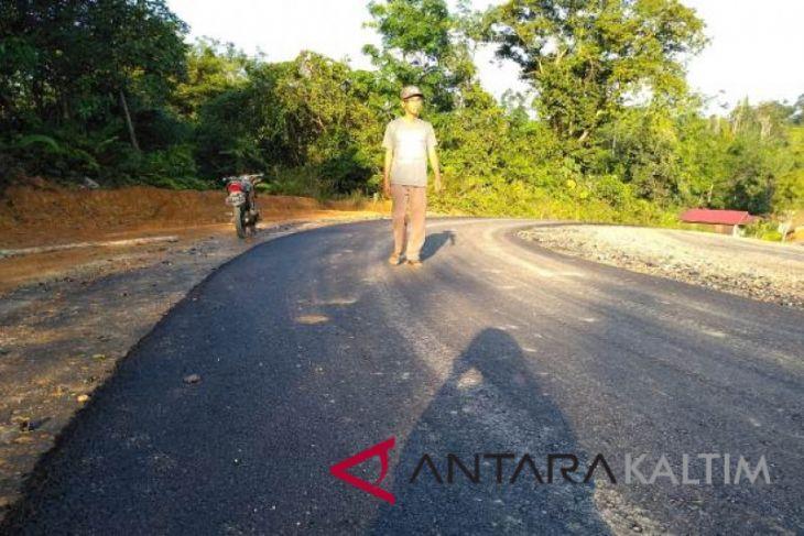 Jalan aspal pertama di Mahakam Ulu terbangun