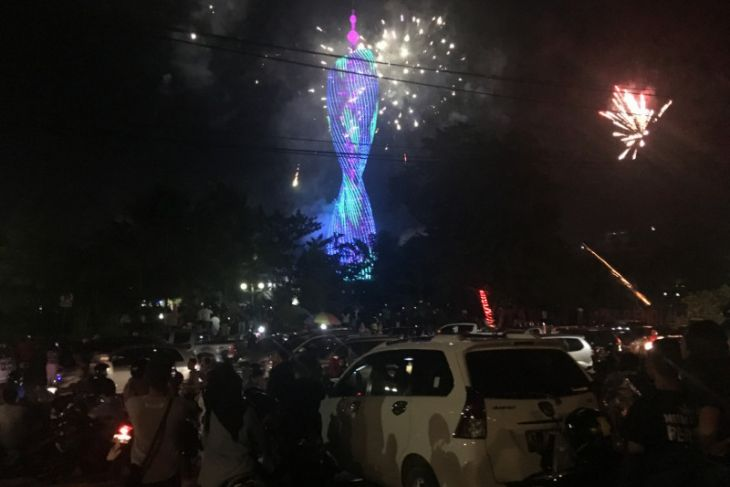 Ratusan Warga Sambut Pergantian Tahun Di Taman Samarendah