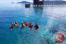 Wisatawan Trip Ethnic Journey Apresiasi Keindahan Raja Ampat