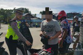 Polisi Temukan Miras Pada Operasi Patuh Mansinam Raja Ampat