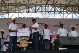 Bank Mandiri Renovasi MCK Masyarakat Papua Barat