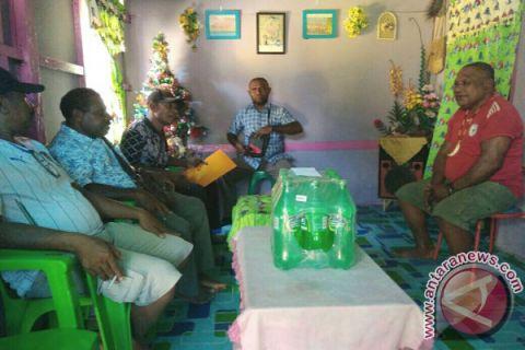 Belasan Mantan Atlet di Manokwari Terima Bingkisan Natal KONI