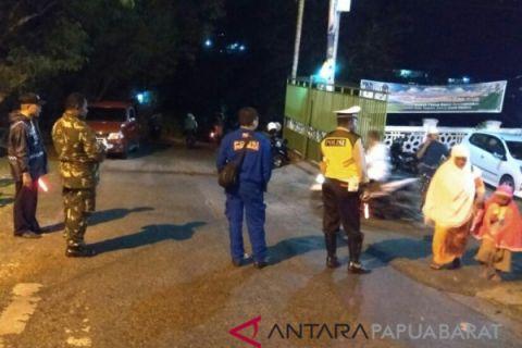 Satlantas Polres Fakfak Bantu Pengamanan Sholat Taraweh