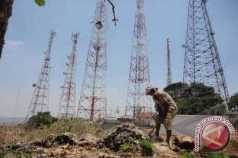 Jaringan telekomunikasi di Teluk Wondama lumpuh