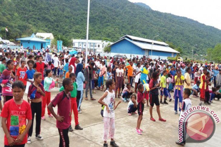 Warga minta Pemkab Teluk Wondama tambah Armada Bus sekolah