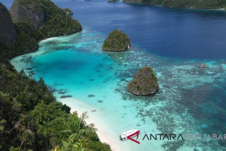 Destinasi Wisata Puncak Wayag Raja Ampat