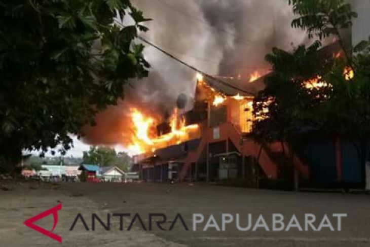 Pasar Sentral Terbesar Manokwari Terbakar
