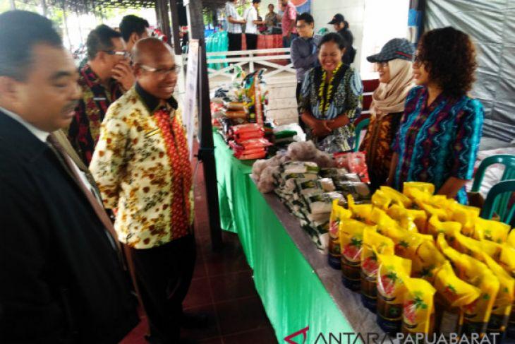 Warga Manokwari serbu pasar murah