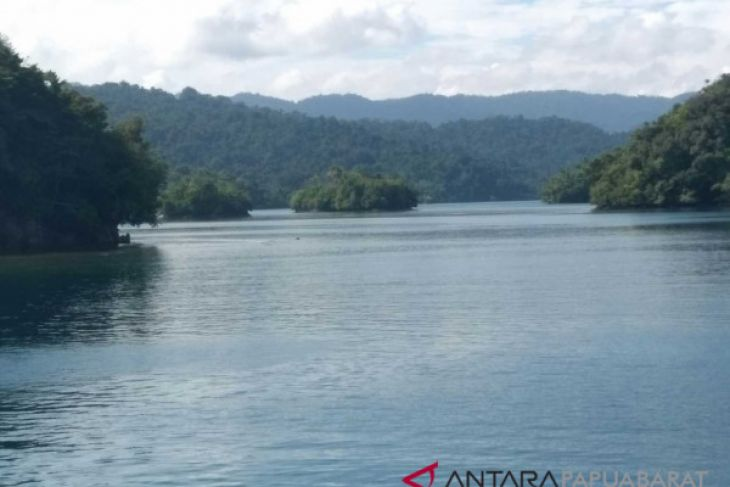 Pengembangan pariwisata Papua Barat berbasis kawasan