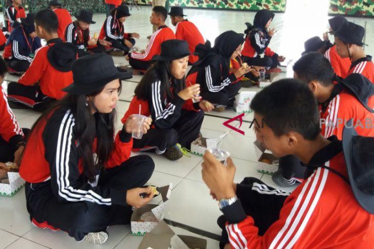 SMN Sumut Belajar Cara Makan Prajurit TNI