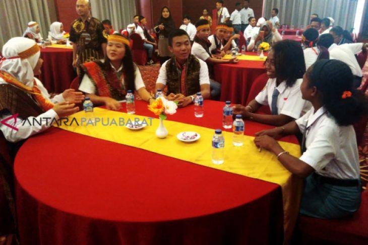 Peserta SMN Papua Barat-Sumatera Utara bertukar budaya