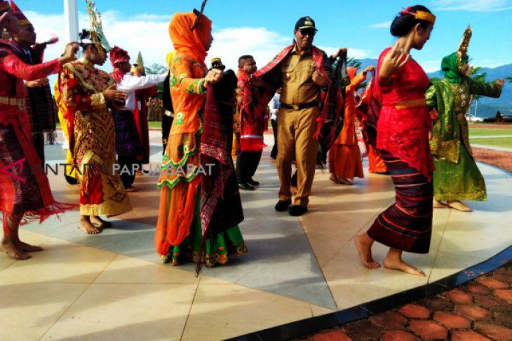 Kain Ulos penyambung budaya Sumut dan Papua