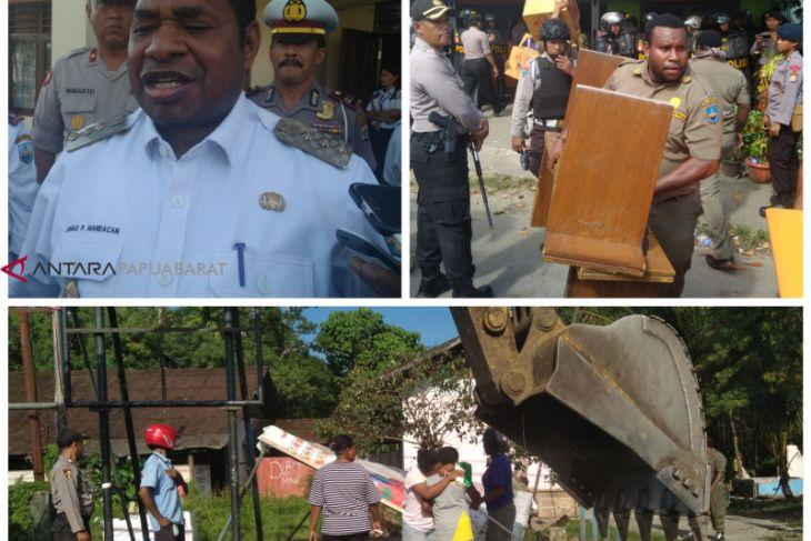 Delapan rumah di area Bandara Manokwari dibongkar paksa