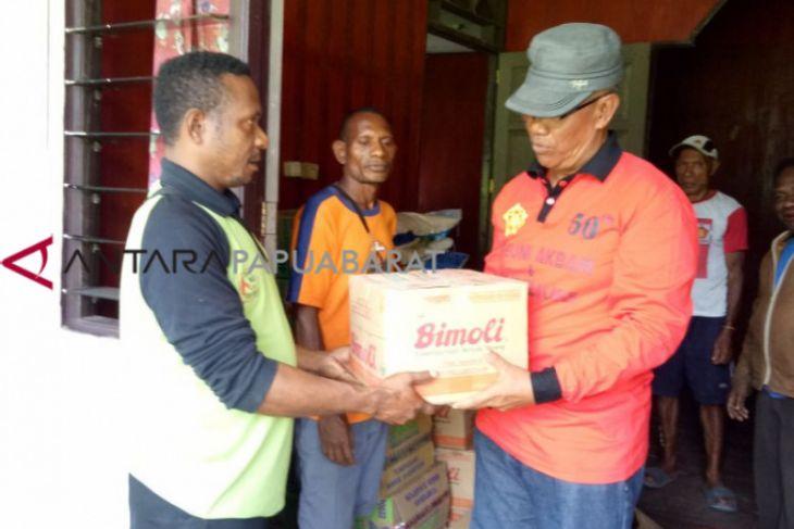 Dinsos Wondama salurkan bama untuk warga pedalaman