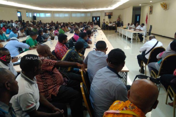 Gubernur Dominggus Kumpulkan ratusan pengusaha asli Papua