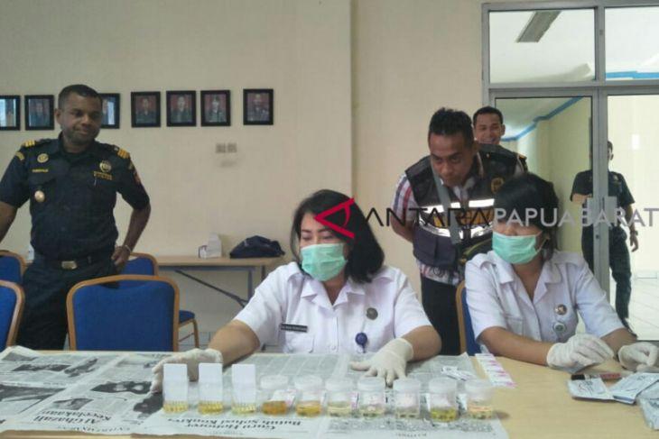 Puluhan petugas Bea Cukai Manokwari jalani tes urine