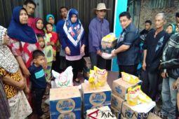 Isnandar kunjungi sekaligus membantu korban kebakaran