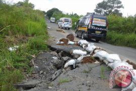 Warga Deliserdang Keluhkan Buruknya Infrastruktur Jalan