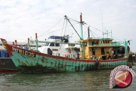 Government asked to clean trawls  from sea off Batubara