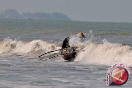 Nelayan diminta waspadai ombak besar