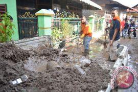 BPBD Bersihkan Material Pasca Banjir