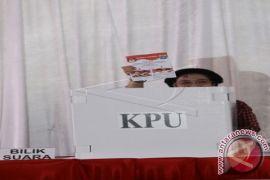 Megawati Menikmati Kerak Telor Usai Memilih