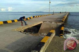 Belum Digunakan ,Dermaga Pelabuhan Barus Ambruk