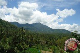Pasca Gempa Gunung Lubuk Raya Keluarkan Asap