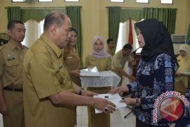 Walikota Serahkan SK CPNS PTT.Bidan