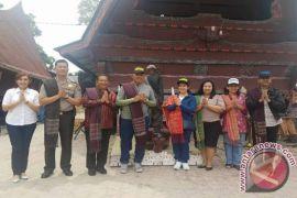 Kapolda Sumut Lihat Patung Sigalegale di Samosir